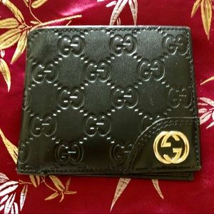 NEW Gucci Wallet NWOT with Gold metal detail